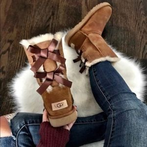 100% authentic UGG Bailey Two Bows Boots size 7